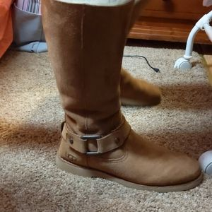 Woman's UGG boots size
